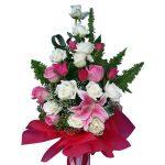 Mixed Roses and Lily close